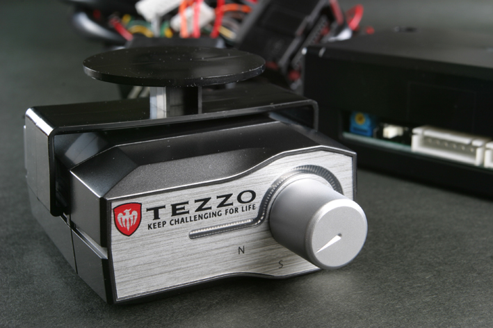 画像1: TEZZOスロットルコントローラー for アルファ スパイダー 2.2L《15.08.07更新》 (1)